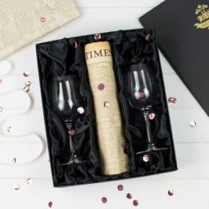 Newspaper and alcohol glass gift set